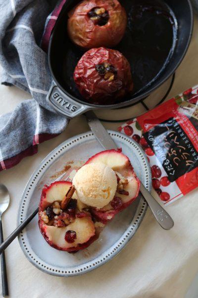 クランベリーを詰めた焼きリンゴ。
